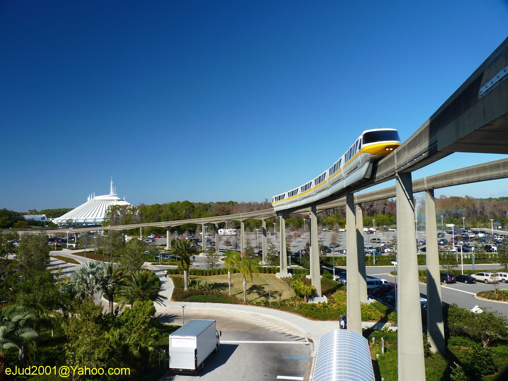 Jud's Disney POTD: MOUNTAIN AND MONORAIL