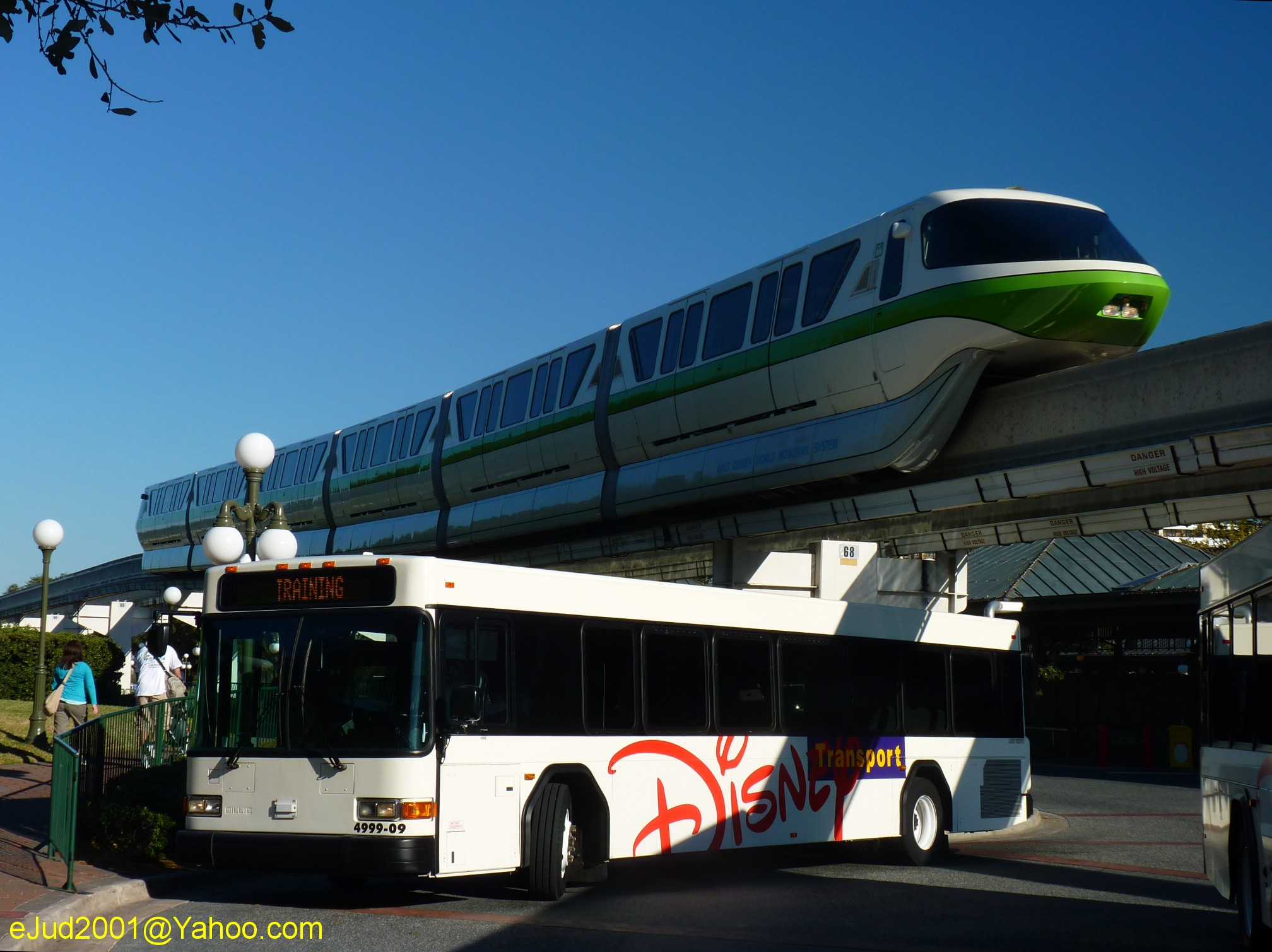 Jud's Disney Picture of the Day: MONORAIL AND BUS