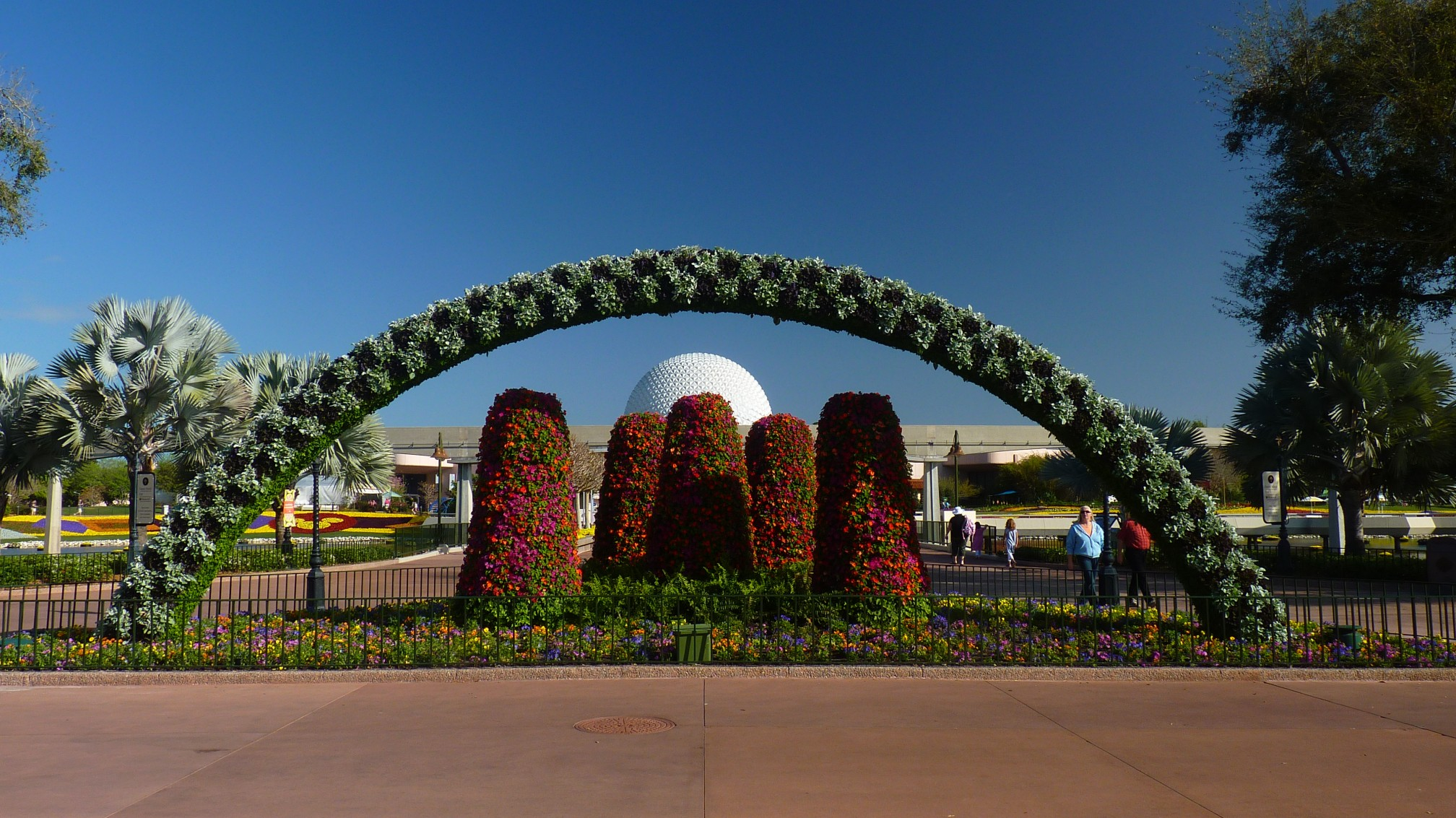 Jud's Disney Picture of the Day: BIG BALL & ARCH