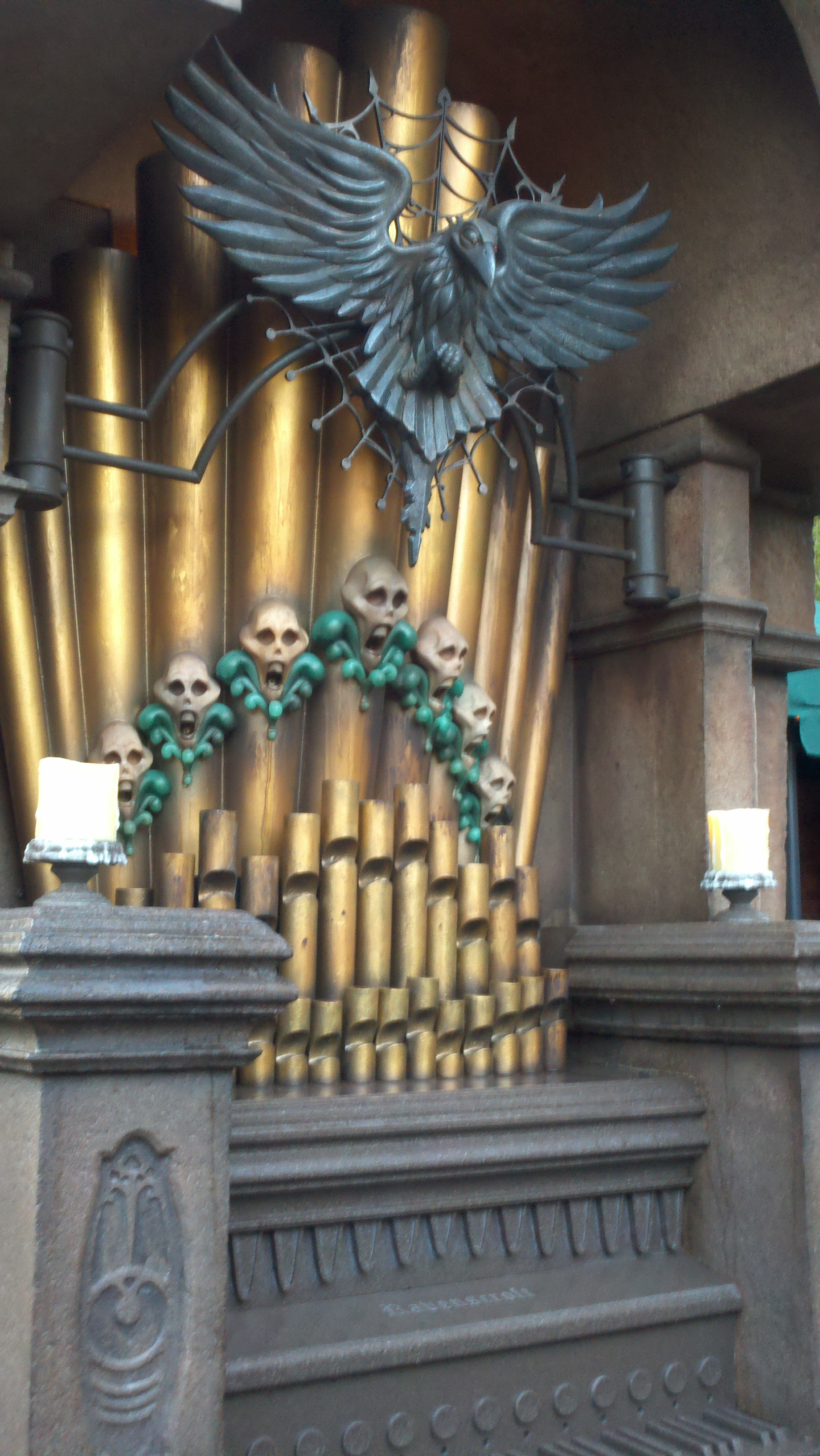 A Closer Look at the New Haunted Mansion Interactive Queue