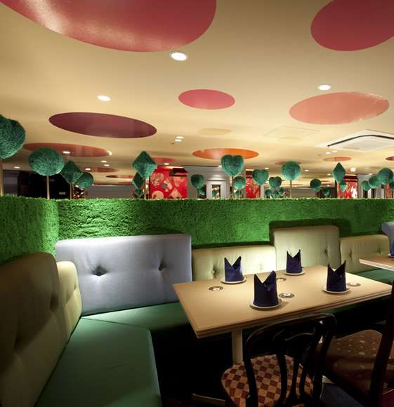 Amazing Alice in Wonderland-Themed Restaurant in Tokyo