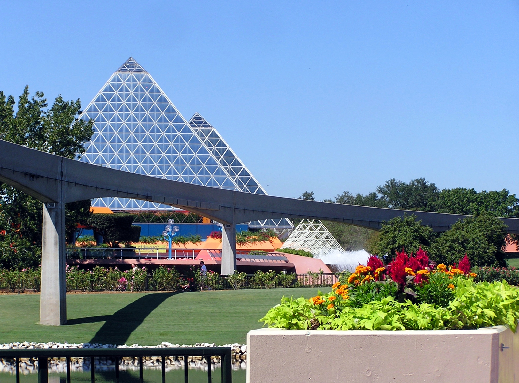 Jud's Disney Picture of the Day: Structure