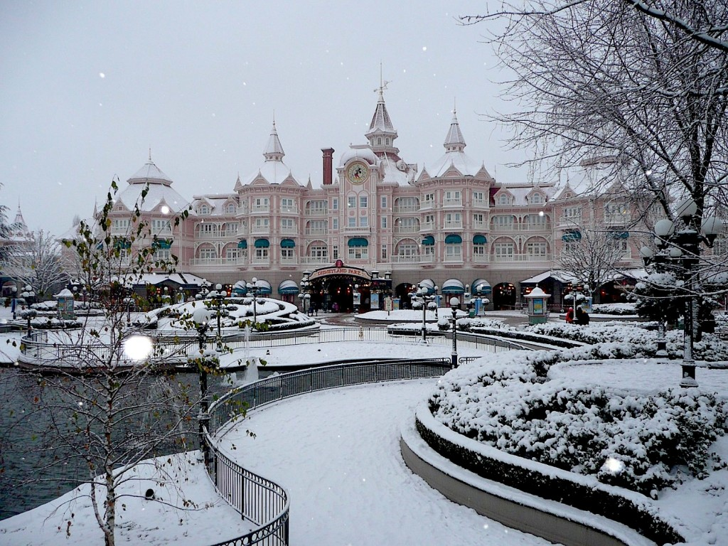 Disneyland Paris entrance and hotel
