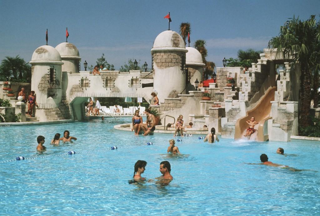 Disney's Caribbean Beach pool