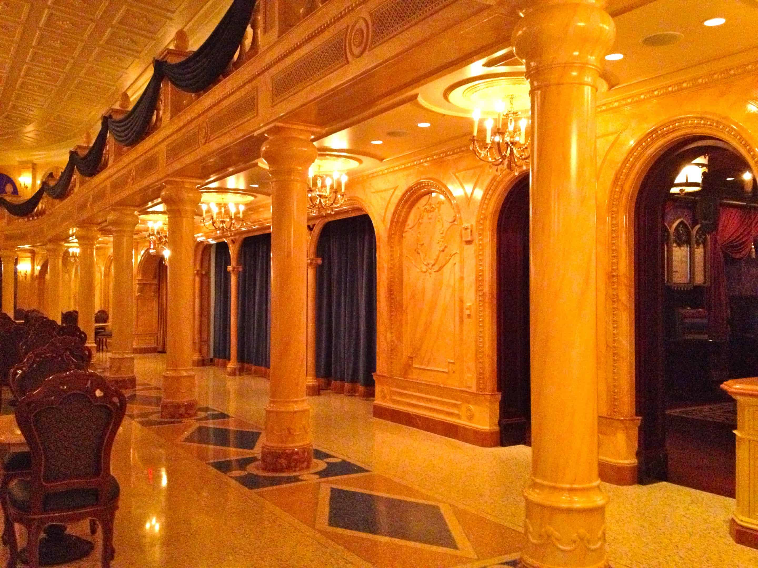 Photo Tour of Be Our Guest Restaurant With Quick Serve Areas!