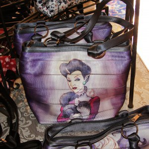Harveys Seatbeltbag Evil Stepmother