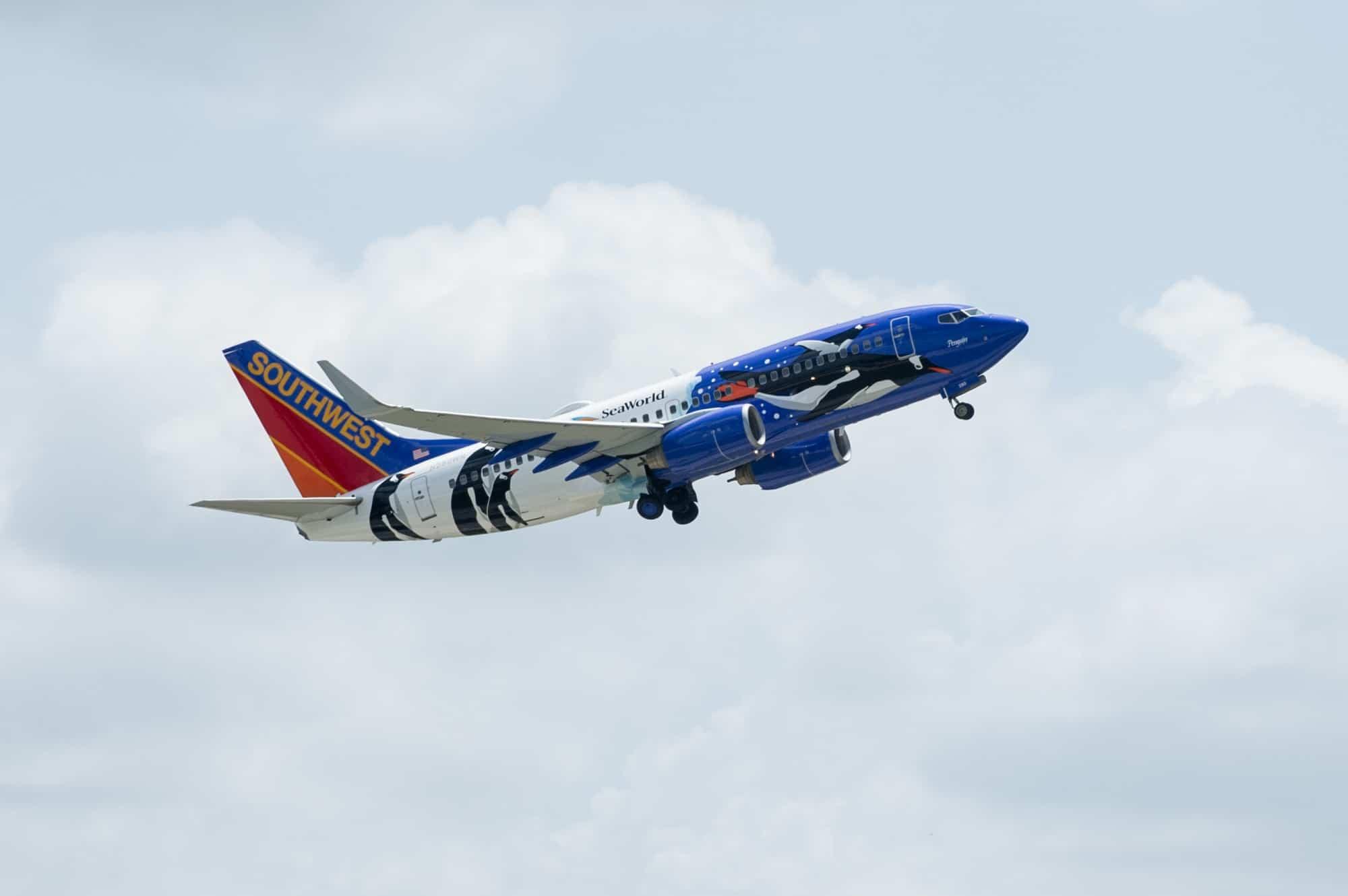 20130620_Southwest Penguin Plane Reveal_38
