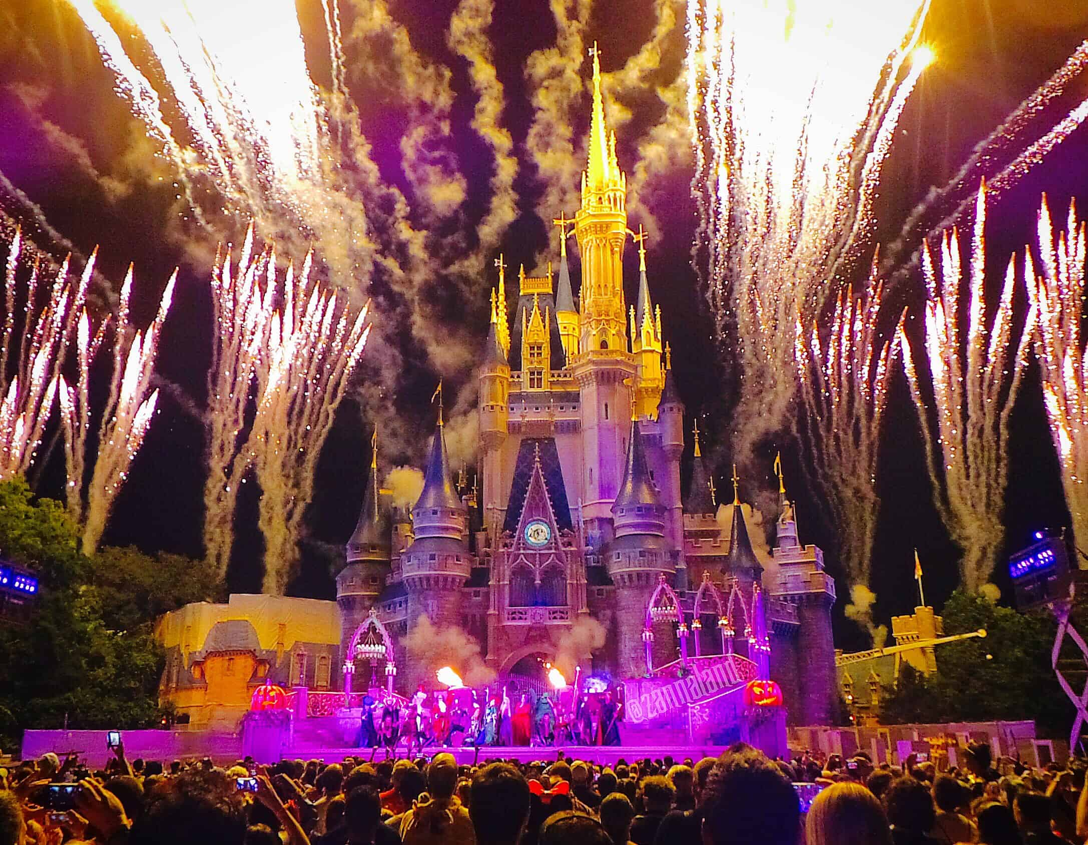 Hocus Pocus Show Puts a Spell on Mickey's Not So Scary Halloween Party
